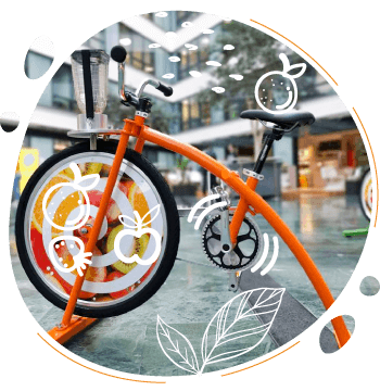 le velo smoothie orange pour enfant permet de mixer son smoothie en pedalant a partir de 4 ans