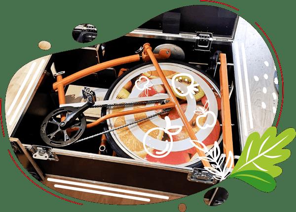 Le vélo smoothie est prêt à être expédié dans la caisse de transport qui se transforme en bar