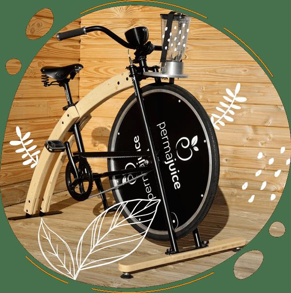 Vélo smoothie biosourcé en bois sur une terasse