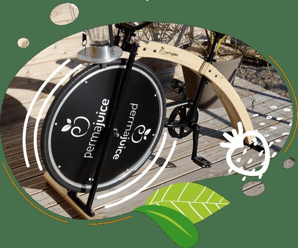 Le vélo mixeur avec un cadre en bois clair et une structure de métal noir